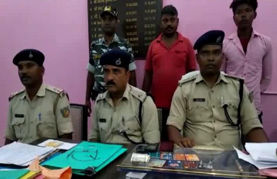 दोनों आरोपियो के पास से पुलिस ने एक दर्जन बैंक खाते, आठ एटीएम कार्ड और 14 हजार रुपए बरामद किए