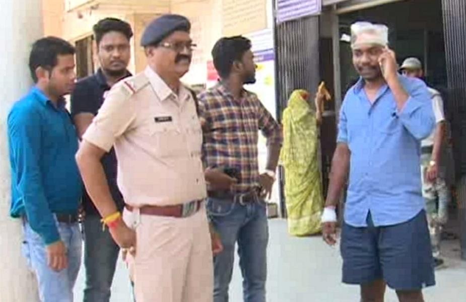ऑटो चालकों ने अपने अन्य साथियों के साथ डीएसपी का पीछा करते हुए की थी मारपीट
