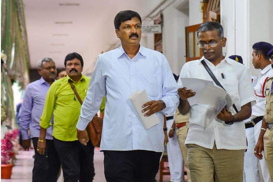 karnataka political crisis speaker ramesh kumar rights according to rulebook and constitution congress jds mla resignation hd kumaraswamy yeddyurappa