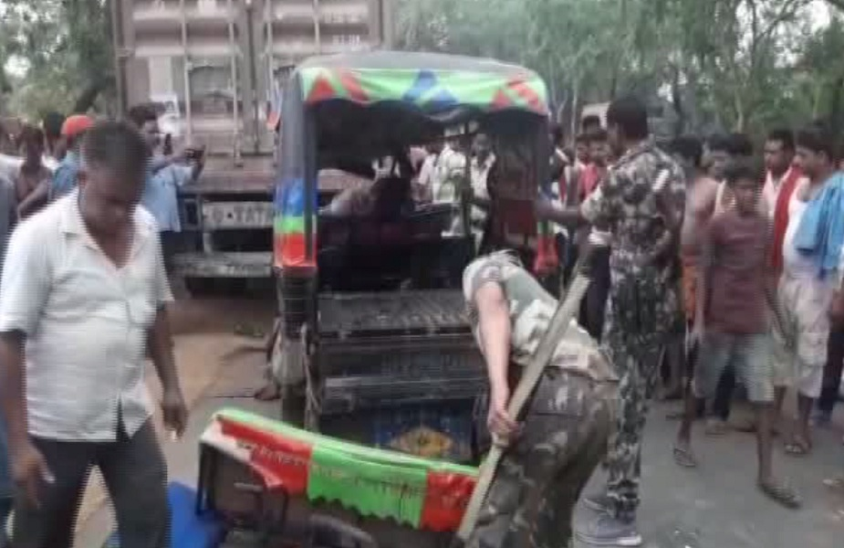मौके पर पहुंची पुलिस ने हादसे में घायल सभी लोगों को अस्पताल में भर्ती कराया