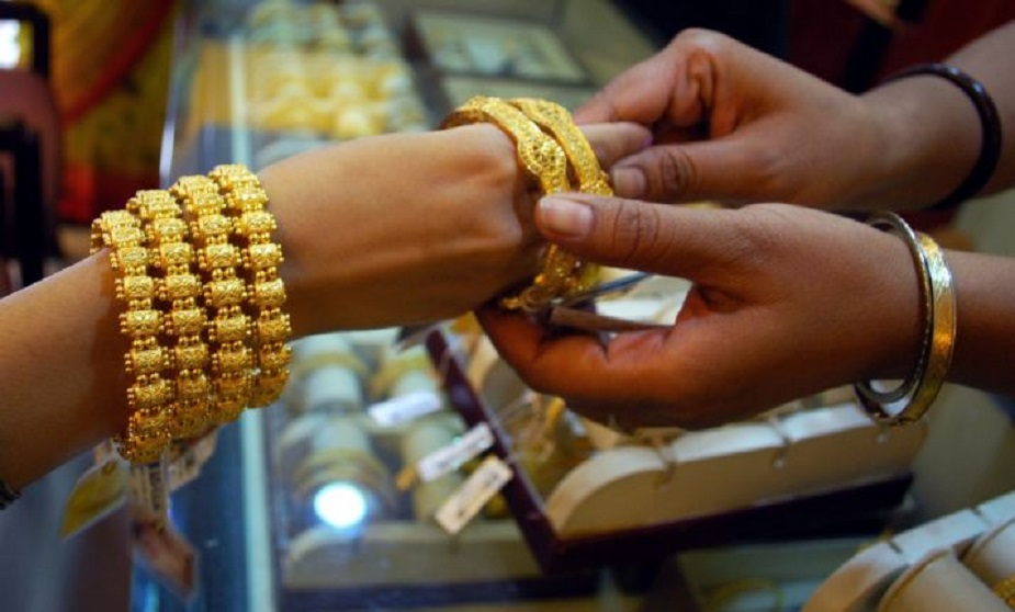 Latest Gold Silver Price Gold Price Down Rs 80 Per 10 Grams New Rate 35870 Rupees 20 July 2019 Delhi Mumbai