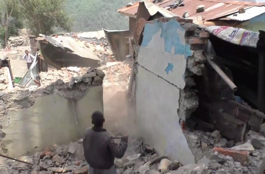 nainital baliyanala nirman, बलियानाले से भूमि कटाव के चलते 100 परिवारों को चिन्हित को विस्थापित किया जा रहा है.
