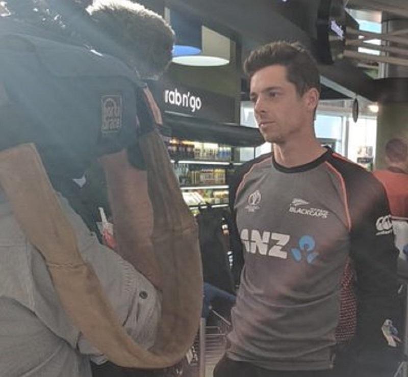एयरपोर्ट पर मीडिया से बात करते हुए लगभग सभी खिलाड़ियों की भावनाएं एक जैसी थी. बाउंड्री के आधार पर फाइनल हारने से सभी खिलाड़ी काफी निराश हैं. किसी को भी ऐसी हार की उम्मीद नहीं थी.फोटाे क्रेडिट: न्यूजीलैंड के ट्विटर हैंडल से