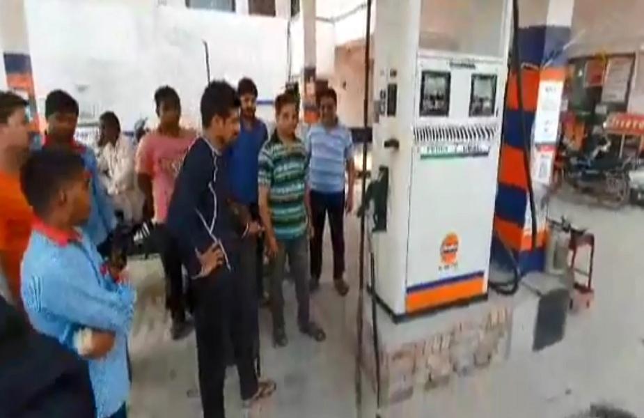 बदमाशों ने पेट्रोल डालने वाली मशीन पर किया आग लगाने का प्रयास