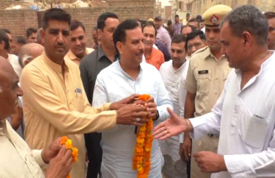 कैप्टन अभिमन्यु का ग्रामीणों ने फूलमालाओं व पगड़ी पहनाकर भव्य स्वागत किया