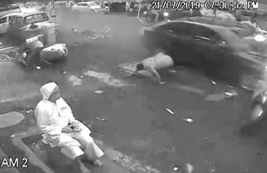 तेज रफ्तार कार ने 6 लोगों को रौंदा, 2 की मौत, सीसीटीवी में कैद VIDEO