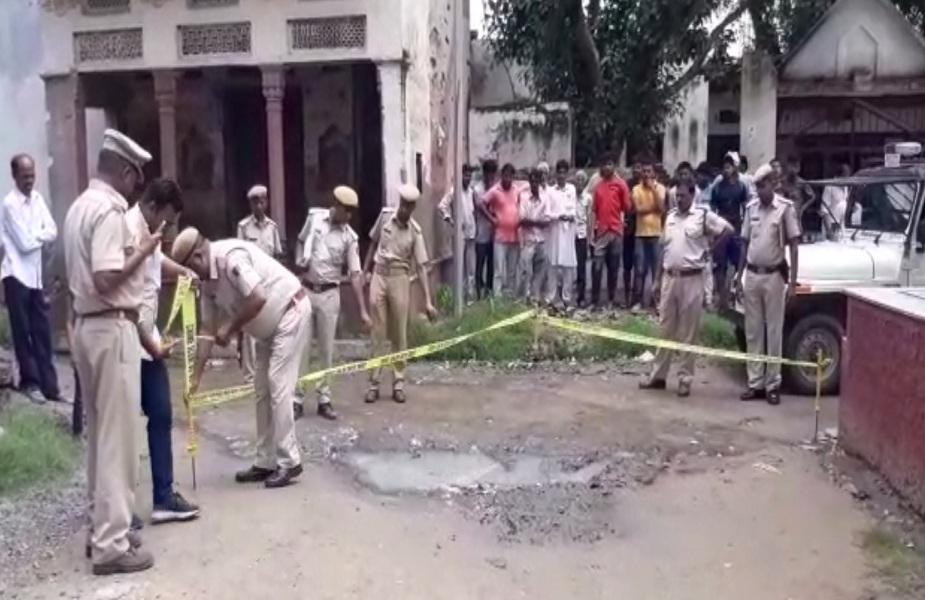 घटना के बाद मौके पर जांच करती पुलिस