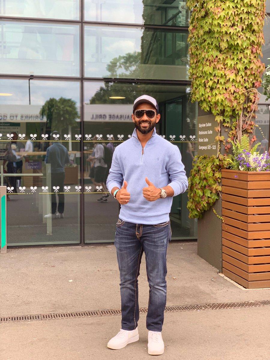 अनुभवी भारतीय क्रिकेट अजिंक्या रहाणे इंग्लैंड में काउंटी क्रिकेट खेल रहे हैं और वहां पर भी उनका खराब फॉर्म जारी है. इन सबसे बीच वह क्रिकेट को छोड़कर विंबलडन देखने पहुंचे.