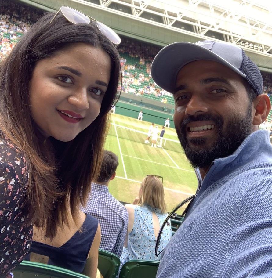 रहाणे अपनी पत्नी के साथ रोजर फेडरर और राफेल नडाल के बीच विबंलडन सेमीफाइनल देखने पहुंचे. वहीं दूसरी और इंग्लैंड में क्रिकेट विश्व कप भी चल रहा था.