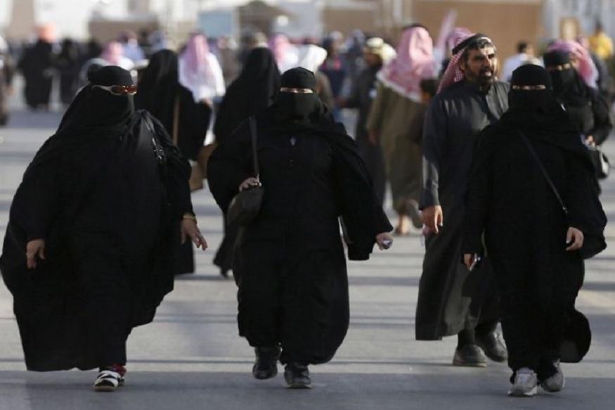 इन प्रस्तावित बदलावों के तहत, 21 साल से कम आयु के लड़कों को भी अपनी विदेश यात्रा के लिए परिवार के पुरुषों से अनुमित लेने की जरूरत नहीं होगी. सऊदी अरब के अखबारों में भी इन नियमों में सुधारों को लेकर खबर छपी हैं. अगर रूढ़िवादी सऊदी शासन इस तरह का कदम उठाता है तो वहां कि महिलाओं की जिंदगी पर बड़ा असर पड़ेगा.