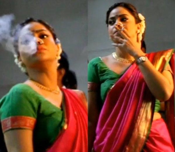 द कपिल शर्मा शो में कपिल शर्मा की पत्नी का रोल निभाने वाली अभिनेत्री सुमोना चक्रवर्ती भी खुलेआम सिगरेट पीती नजर आ चुकी हैं. सेट पर सिगरेट पीतीं सुमोना की तस्वीरें भी खूब वायरल हुई थीं.