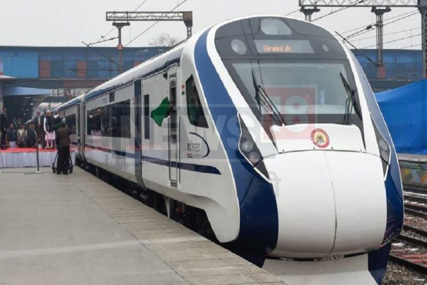 वैष्णो देवी के भक्तों को रेलवे बड़ी सौगात देने जा रही है. रेलवे यात्रियों को आठ घंटे में दिल्ली से कटरा तक पहुंचाने की तैयारी पूरी कर ली है. 130 किलोमीटर की रफ्तार से चलने वाली पहली स्वदेश निर्मित 'वंदे भारत एक्सप्रेस' को नई दिल्ली और माता वैष्णो देवी कटरा के बीच जल्द ही चलाया जाएगा. बीते कुछ दिनों से इसका ट्रायल चल रहा है. सोमवार 22 जुलाई को सफल ट्रायल संपन्न हो गया. ट्रायल के बाद नियमित रूप से इस ट्रेन को चलाने की योजना बनाई जाएगी. आइए जानें इससे जुड़ी खासियत के बारे में...