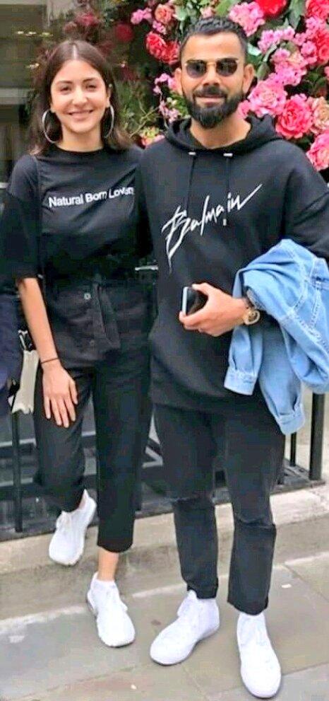 विराट कोहली और अनुष्का शर्मा की लंदन की फोटो सोशल मीडिया पर वायरल हाेने लगी हैं. (फोटो क्रेडिट: ट्विटर)