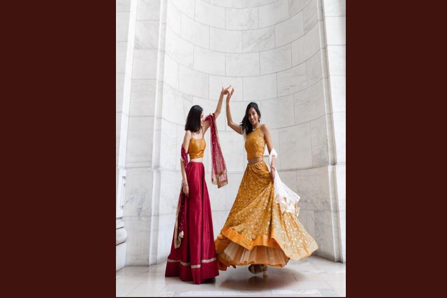 दूसरी तरफ अंजलि चक्र ने भी तस्वीरें ट्वीट की हैं. उस लड़की को शादी की सालगिरह मुबारक, जिसने मुझे प्यार किया और प्यार करना सिखाया.'