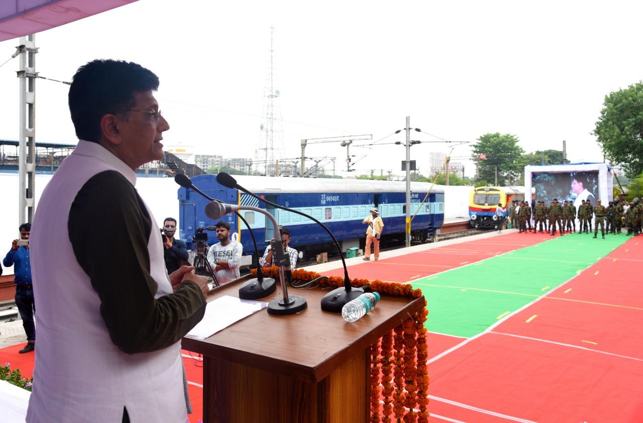 रेल मंत्री पीयूष गोयल का कहना है कि RPF की अपनी कमांडो दस्ता देशभर में रेलवे और रेल यात्रियों की सुरक्षा के लिए तैनात होगा.