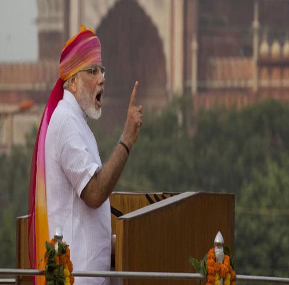 पेशावर ब्लास्ट का जिक्र करते हुए मोदी ने कहा, जब पेशावर के स्कूल में मासूमों की हत्या हुई, तो भारत का हर स्कूल रोया था. हर सांसद की आंखों में आंसू थे. ये हमारे मानवीय मूल्यों की अभिव्यक्ति थी. लेकिन, दूसरा पहलू भी देखिए. पाकिस्तान जो आतंकवाद का महिमामंडन करने से नहीं थकता.