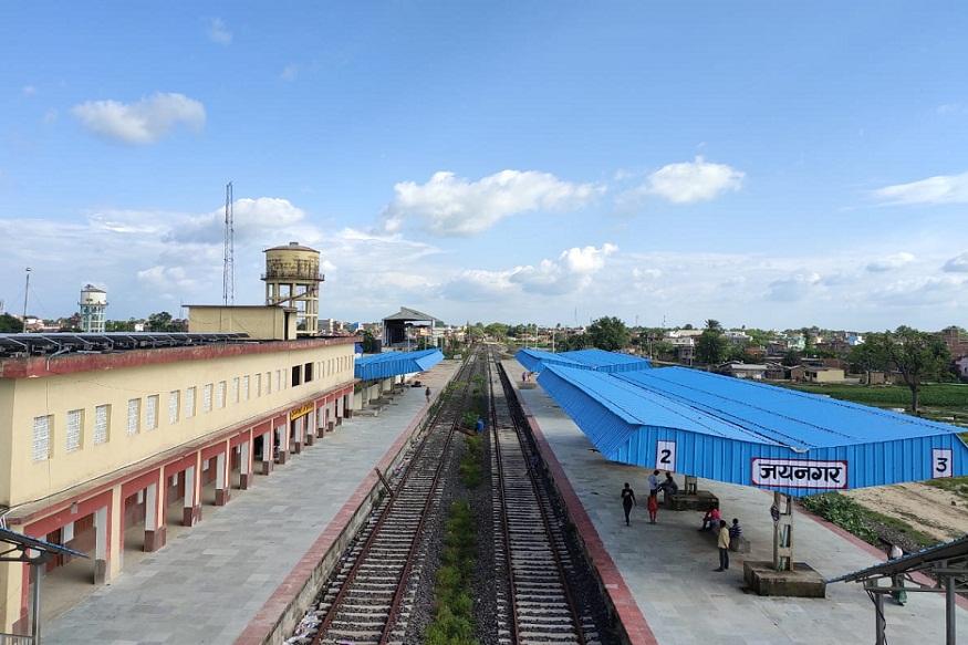 Nepal - भारत-नेपाल रेल सेवा के लिए जयनगर में नया रेलवे स्टेशन भी बनाया गया है