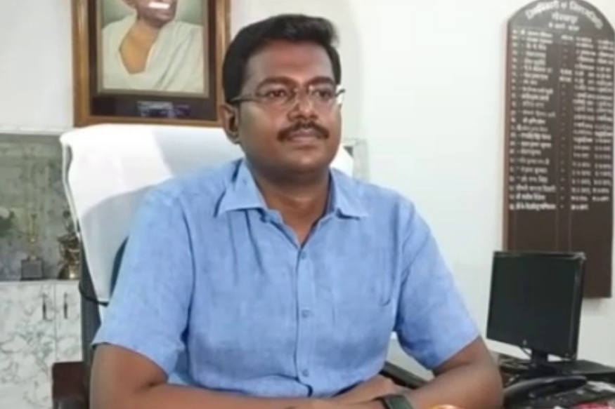 गोरखपुर के जिलाधिकारी के. विजयेन्द्र पाण्डियन