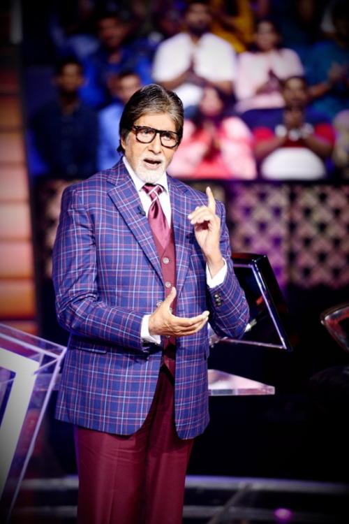 म्यूजिशियन जोड़ी अजय-अतुल, अमिताभ बच्चन (Amitabh Bachchan) के हिट टेलीवजन गेम शो कौन बनेगा करोड़पति (Kaun Banega Crorepati) की ऐतिहासिक ट्यून में थोड़ा-बहुत बदलाव कर इसे अपना स्पेशल टच देने जा रहे हैं. इस म्यूजिशियन जोड़ी से जब इस बारे में बात की गई तो उन्होंने कहा कि कौन बनेगा करोड़पति जैसे किसी ऐतिहासिक कार्यक्रम के साथ जुड़ना वाकई में हमारे लिए एक सम्मान की बात है.