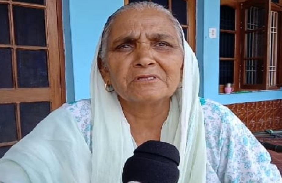मां ने कहा शहीद बेटे के नाम पर बनने वाली सड़क का निर्माण उनकी जिंदगी का है आखिरी सपना