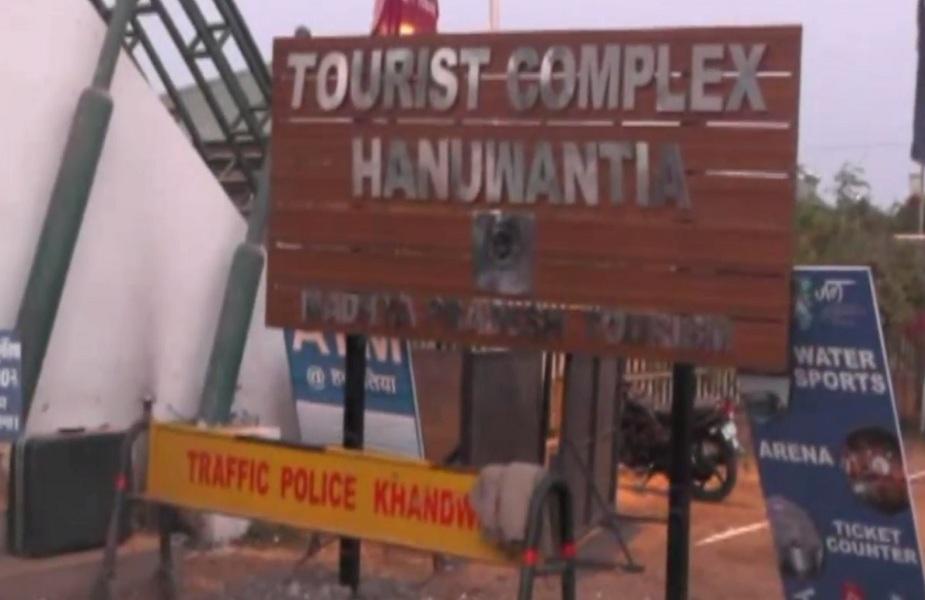 पर्यटन स्थल हनुवंतिया में चौकीदार और गार्ड ने की पर्यटकों से मारपीट