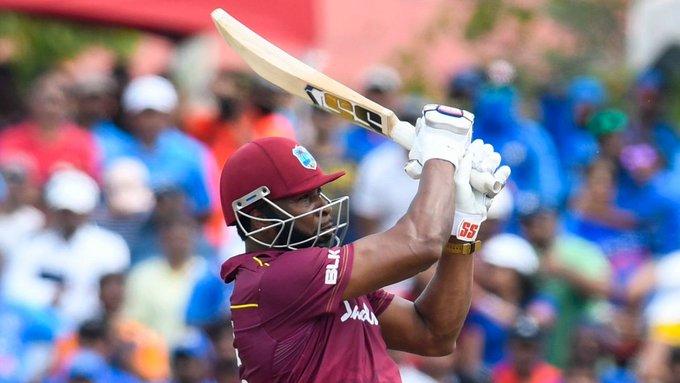 भारत के खिलाफ तीसरे टी20 मैच में कायरन पोलार्ड ने अपनी शानदार बल्लेबाजी से फैंस का दिल जीत लिया. पोलार्ड ने चौथे नंबर पर उतरते हुए भारतीय गेंदबाजों की जमकर खबर ली. पोलार्ड ने 45 गेंदों में शानदार 58 रन बनाए. एक समय 14 रनों पर तीन विकेट गंवाने वाली विंडीज टीम ने पोलार्ड की तूफानी पारी के दम पर ही 20 ओवर में 146 रन बनाए.