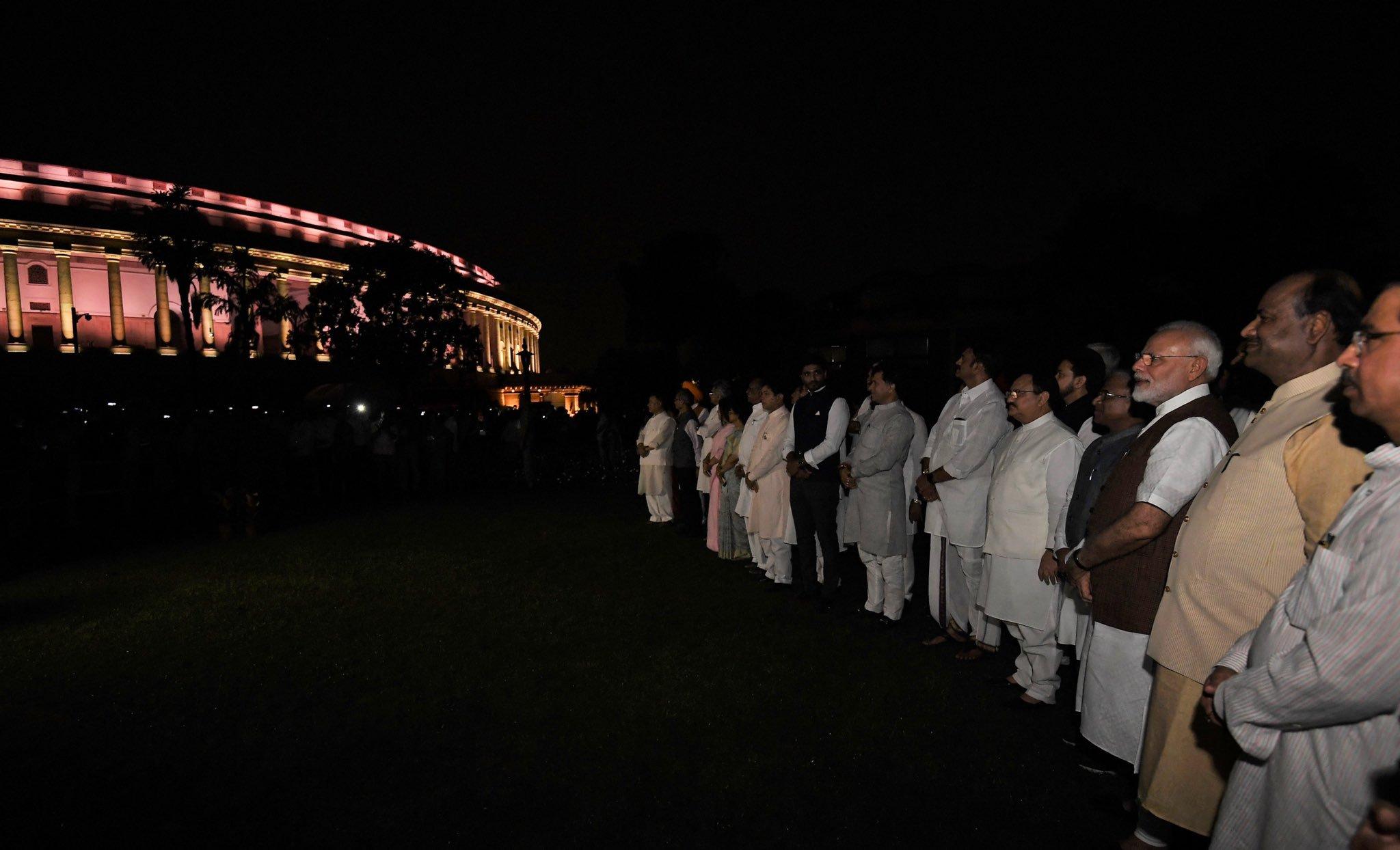 अधिकारियों ने बताया कि उद्घाटन कार्यक्रम के लिए सांसदों को भी आमंत्रित किया गया था. नयी प्रकाश व्यवस्था में संसद भवन और सुंदर नजर आ रहा है. (Photos-ANI)