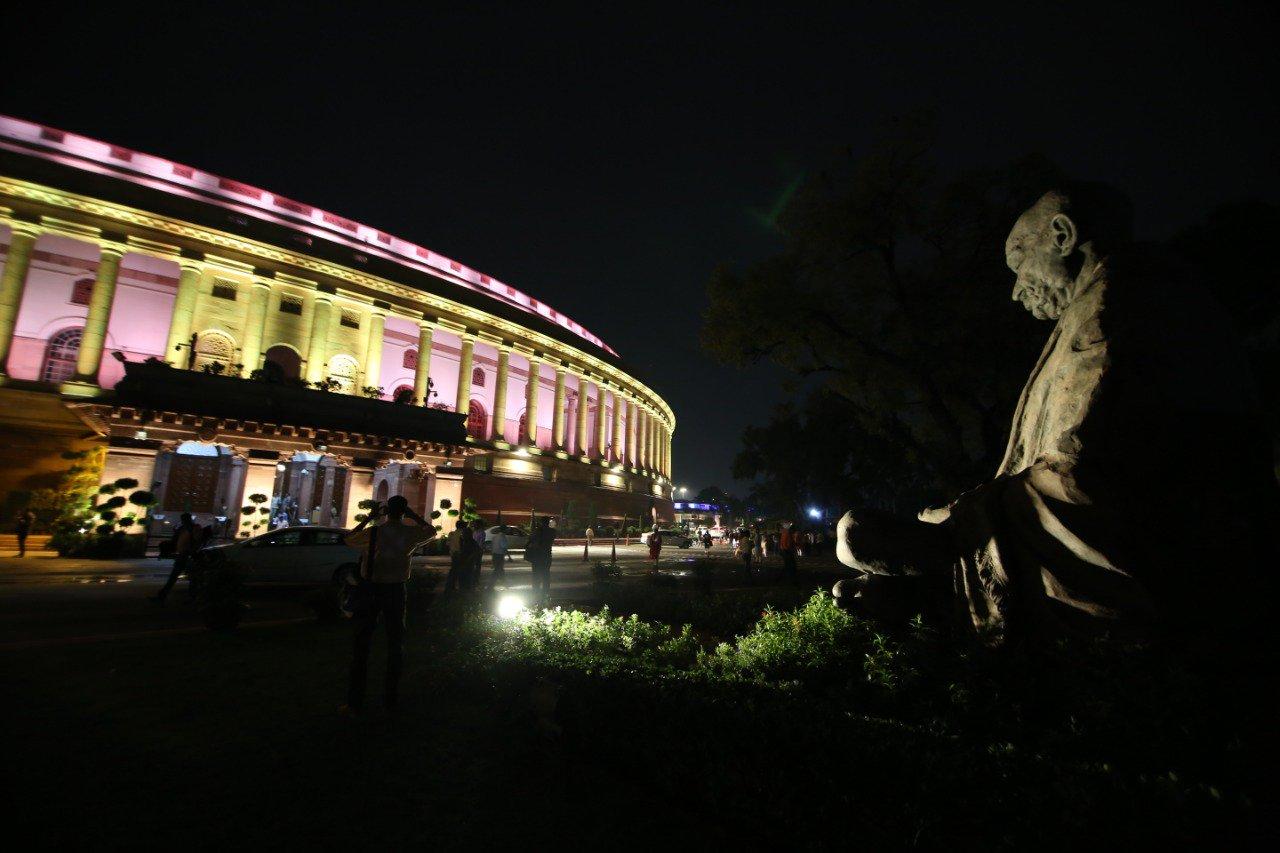 लोकसभा सचिवालय के अधिकारियों के अनुसार नई व्यवस्था के तहत 875 एलईडी लाइट लगाई गई हैं. (Photo-ANI)