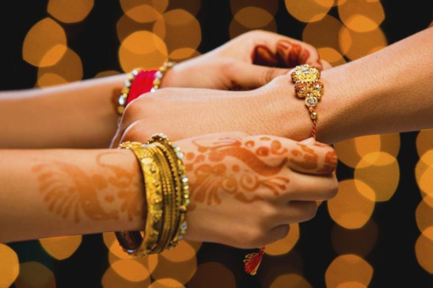 chhattisgarh, mahasamund,rakhi for soldiers,rakhi for soldiers injammu and kashmir , rakhi festival, rakhi celebration, छत्तीसगढ़, महासमुंद, जवानों को लिए राखी, जवानों की हाथ में राखी, बॉर्डर में तैनात जवानों के लिए राखी, भाईयों के लिए राखी, राखी का त्यौहार, राखी त्यौहार