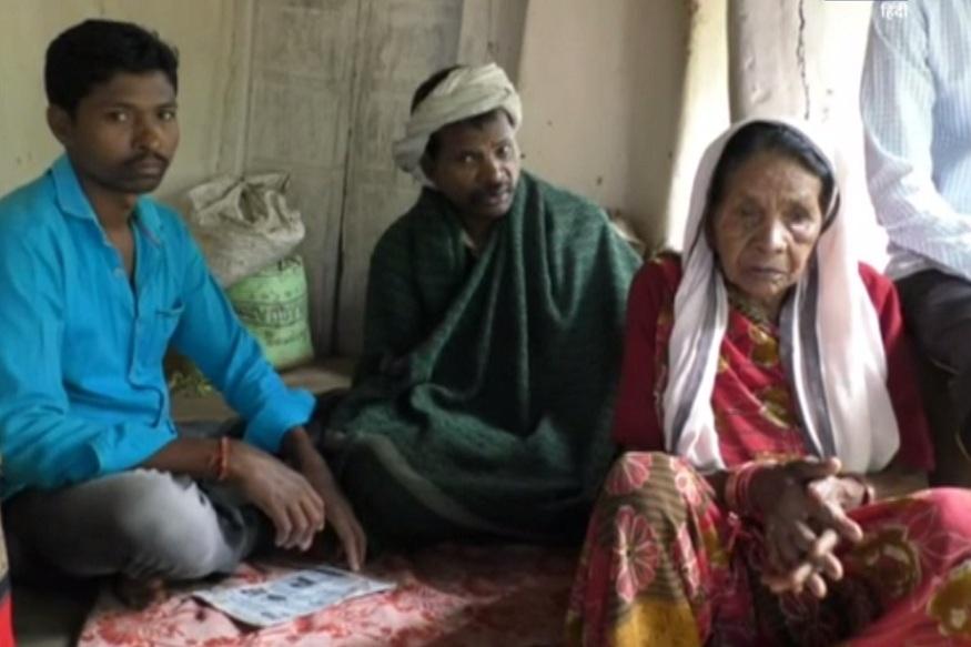 News - बुजुर्ग मां जैसे तैसे अपना और बीमार बेटे बुधराम का पालन पोषण कर रही है