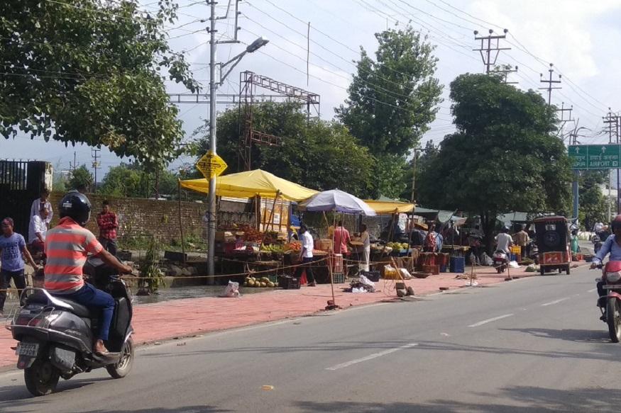 Dehradun 6 number pulia vending zone, धर्मपुर से रायपुर जाने वाली सड़क देहरादून का प्रमुख ज़िला मार्ग है और बेहद व्यस्त सड़क है. शाम को यहां भारी जाम लगता है.
