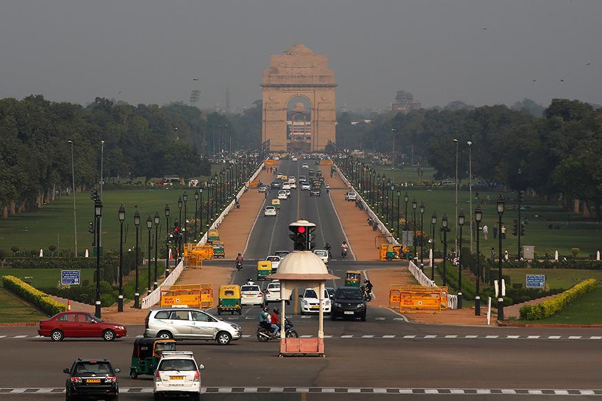 दिल्ली में अब सड़क दुर्घटना होने पर लोग भी जागरूक हुए हैं