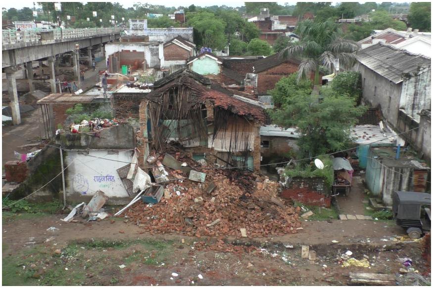 लगातार बारिश से भरभरा के गिरा मकान, 2 बच्चों समेत 4 लोग घायल