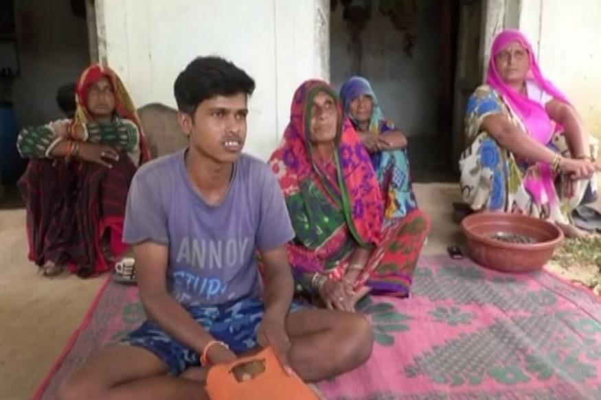 News - ट्रैक्टर के लिए कर्ज लेने वाले किसान की तीसरी पीढ़ी पढ़ाई छोड़कर मज़दूरी कर रही है