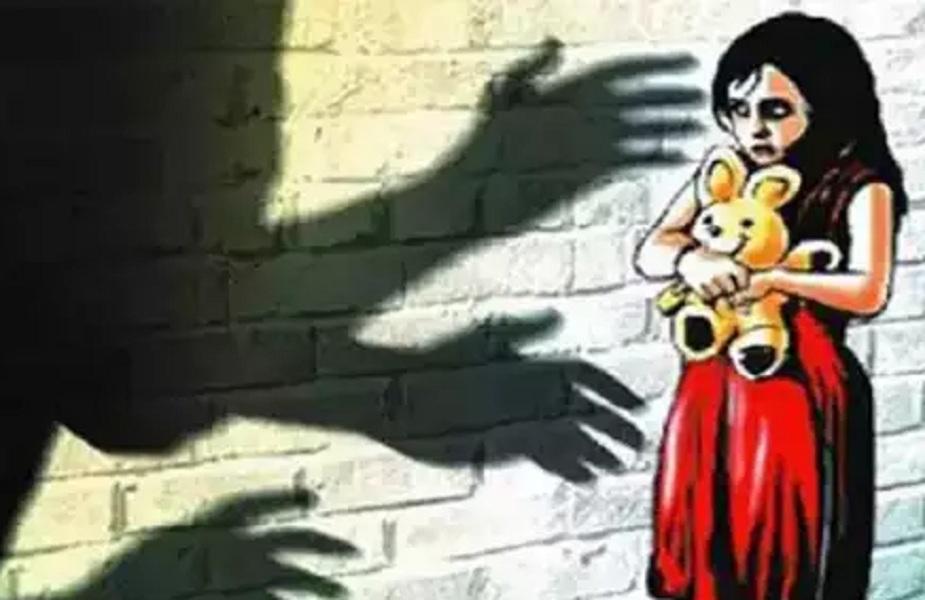 घर मे अकेली लड़की पाकर नाबालिग लड़के ने किया रेप (सांकेतिक तस्वीर)