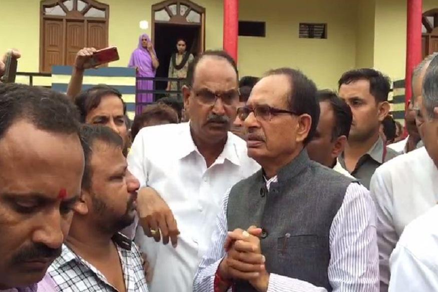 News - शिवराज ने कहा- ये समय राजनीति का नहीं है, मैं लोगों के दुख में शामिल होने आया हूं Shivraj said this is not the time for politics