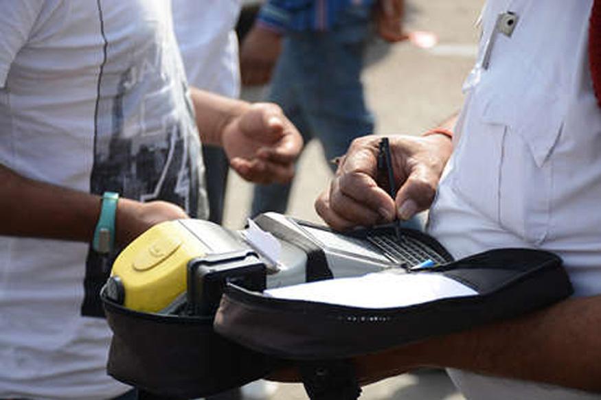 मोटर व्हीकल एक्ट, Motor vehicle Act, ट्रैफिक चालान, Traffic Challan, ट्रैफिक पुलिस, Traffic Police, वीडियो रिकॉर्डिंग, video recording, मोबाइल फोन, Mobile Phone, कैमरा, Camera, आरटीआई, RTI, हरियाणा पुलिस, Haryana police, ड्राइविंग लाईसेंस, Driving licence, रजिस्ट्रेशन सर्टिफिकेट, RC, हॉकी, क्रिकेट बैट, विकेट, Hockey, cricket bat, wicket, फरीदाबाद, faridabad, vehicle checking, वाहन चेकिंग