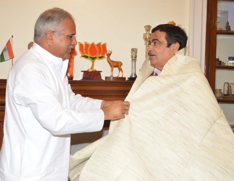 chhattisgarh news, delhi news,CM Bhupesh Baghel meets central minister Nitin Gadkari, cm bhupesh baghel ask center to resolve these problems of state, छत्तीसगढ़ न्यूज, दिल्ली न्यूज, सीएम भूपेश बघेल, केंद्रीय मंत्री नितिन गडकरी,केंद्रीय मंत्रीनितिन गडकरी से सीएम भूपेश बघेल ने की मुलाकात