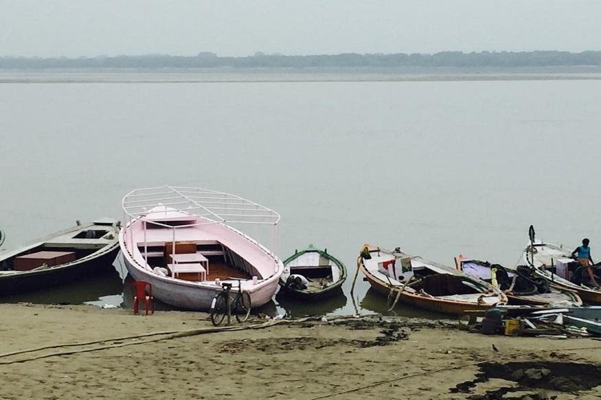 टीम अपने साथ यहां कई आधुनिक उपकरण भी लेकर पहुंची है. जिसके जरिए गंगा (Ganga)  की स्थिति के सटीक कारण को जाना जा सके. The team has also brought many modern equipment with them. Through which the exact cause of the Ganga situation can be known.