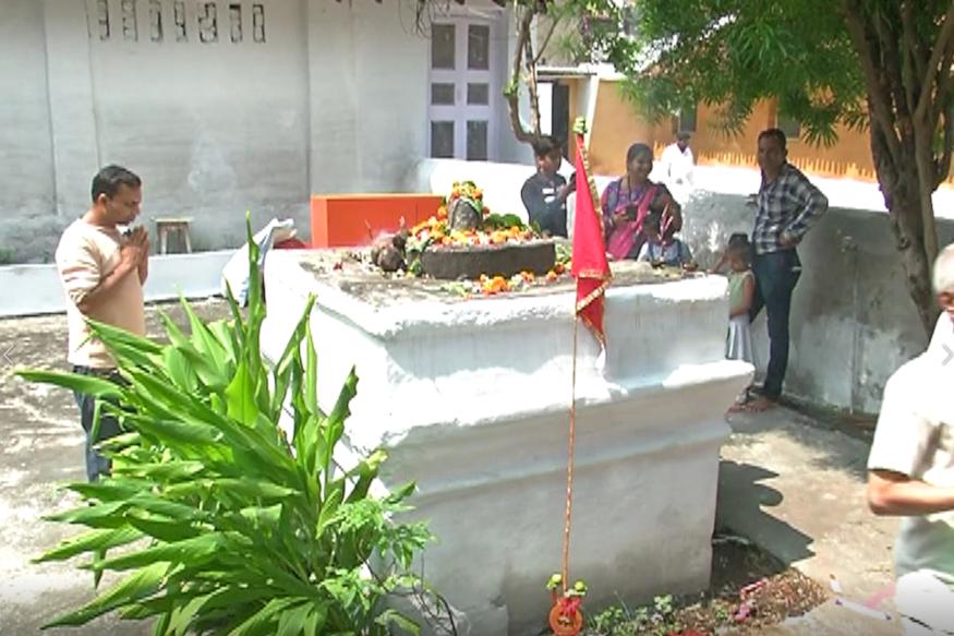 Dussehra 2019,vijayadashami in 2019,Happy Dussehra 2019, special temple of raipur, door of this temple opens for one day, special mata mandir in raipur, छत्तीसगढ़ न्यूज, रायपुर न्यूज, रायपुर कंकाली मठ, raipur kankali math, दशहरा 2019, विजयादशमी 2019, हैपी दशहरा 2019, रायपुर में अनोखा मंदिर, रायपुर में अनोखा माता का मंदिर