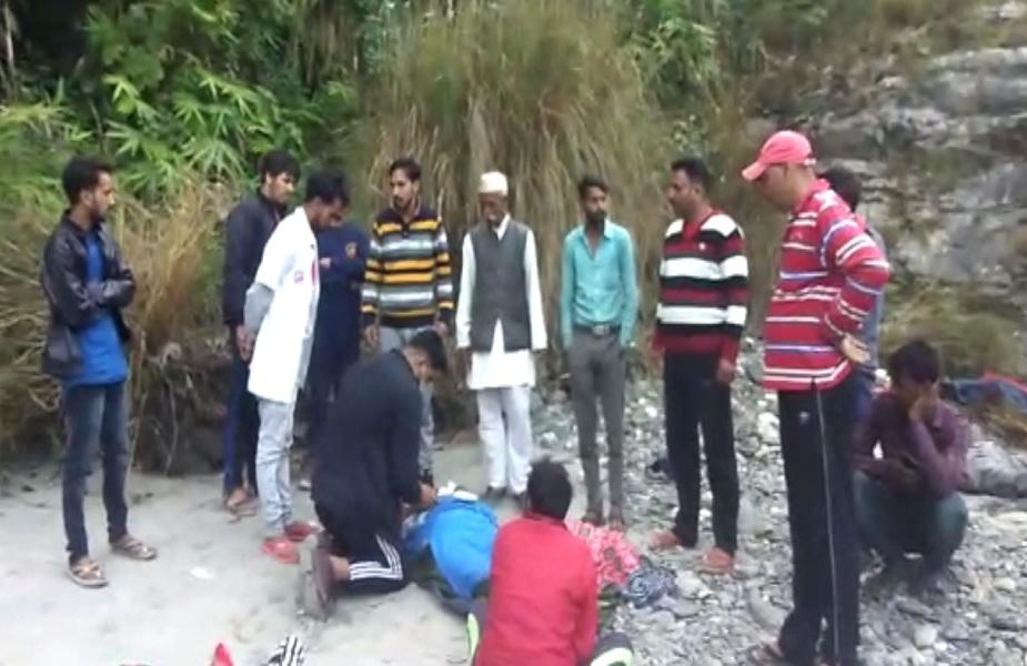 पुलिस और प्रशासन की टीम ने घटनास्थल पर राहत कार्य किया जारी