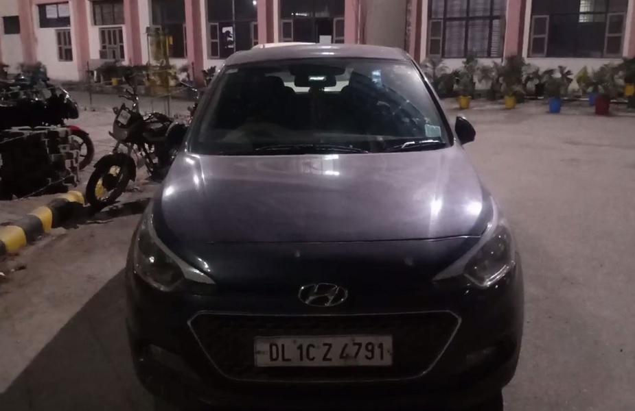 चेकिंग के दौरान एक कार से 49 लाख रुपए की बड़ी खेप बरामद की