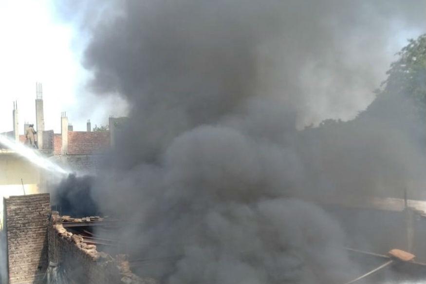 कैमिकल गोदाम में लगी भीषण आग, मची अफरा-तफरी