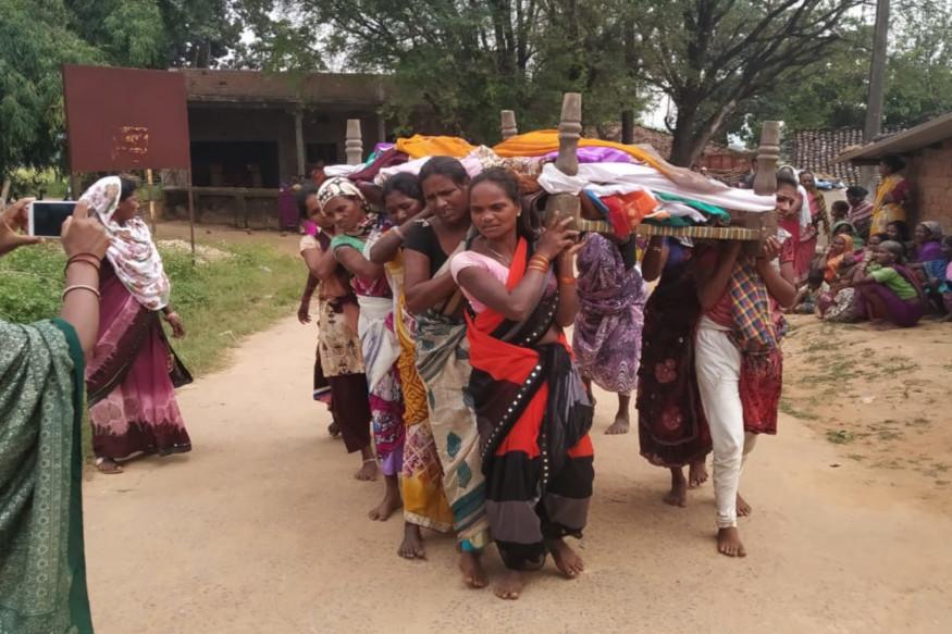 छत्तीसगढ़ (Chhattisgarh) के आदिवासी बाहुल्य कांकेर (Kanker) जिले में मानवता पर अंधविश्वास (Superstition) हावी होने का मामला सामने आया है