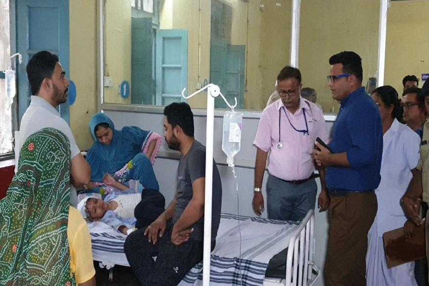 News - घायल बच्चों को खंडवा ज़िला अस्पताल में भर्ती कराया गया है
