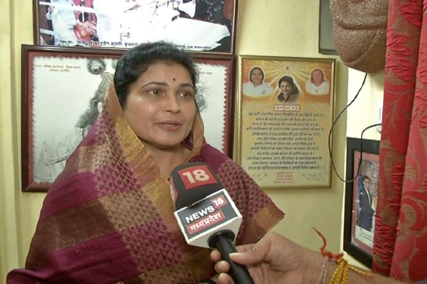 News - बीजेपी विधायक कृष्णा गौर ने सरकार से पूछा है कि उसने बाढ़ पीड़ितों के लिए क्या किया.