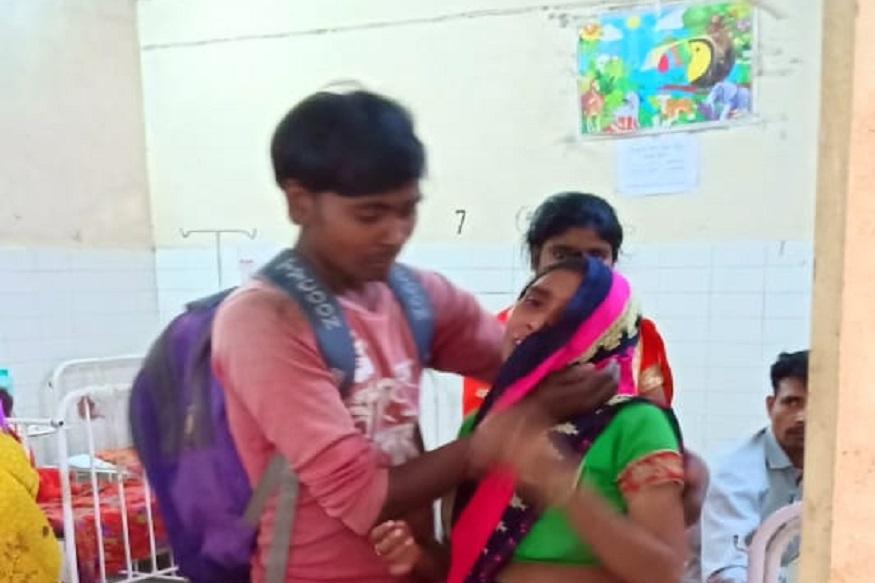 lakhimpur kheri father takes son body on shoulder