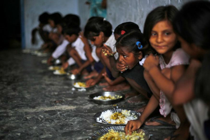 मिड-डे मील रिव्यू के लिए गए अधिकारी ने बच्चों के सामने खाई चिकन करी, सस्पेंड