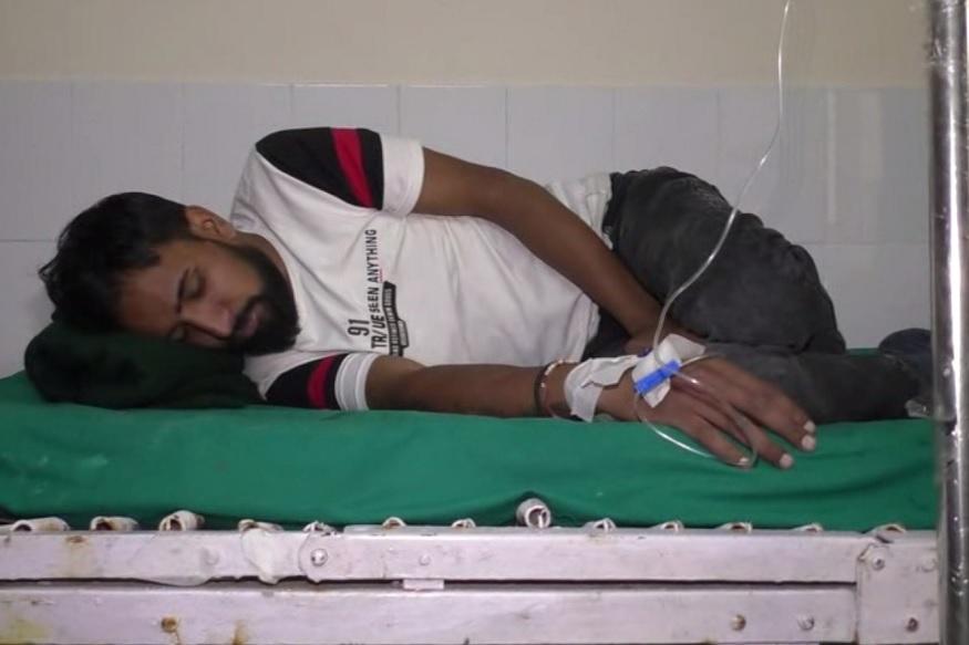 mussoorie, encroachment poison, वीडियो में ज़हरीला पदार्थ पीने के बाद ये युवक पुलिस के पास गया जहां से उसे अस्पताल में भर्ती करवाया गया.