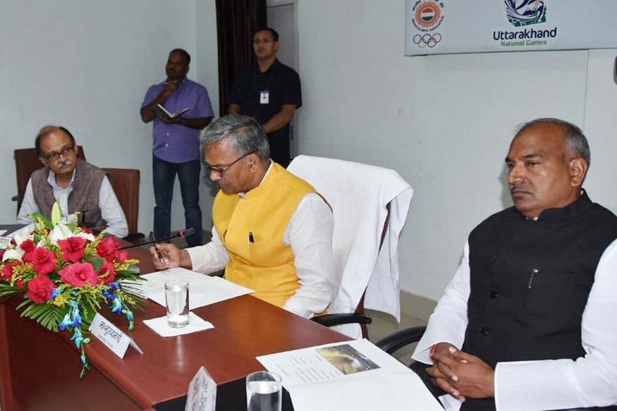 national games 2021, Trivendra rawat and arvind pandey, उत्तराखण्ड में 2021 में प्रस्तावित 38वें राष्ट्रीय खेलों की तैयारियों को लेकर बैठक करते मुख्यमंत्री त्रिवेंद्र सिंह रावत. साथ में खेल मंत्री अरविंद पांडेय.